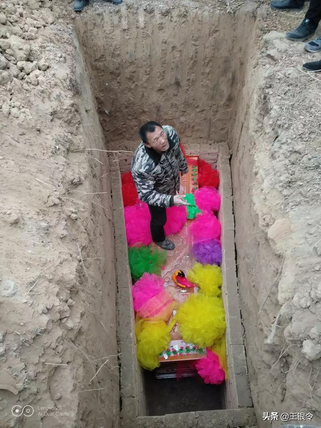 农村坟墓没有墓碑,上错坟怎么办?