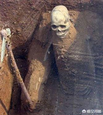 史上最惨的盗墓贼,在墓葬里遭遇了什么?到底是谁害死的?